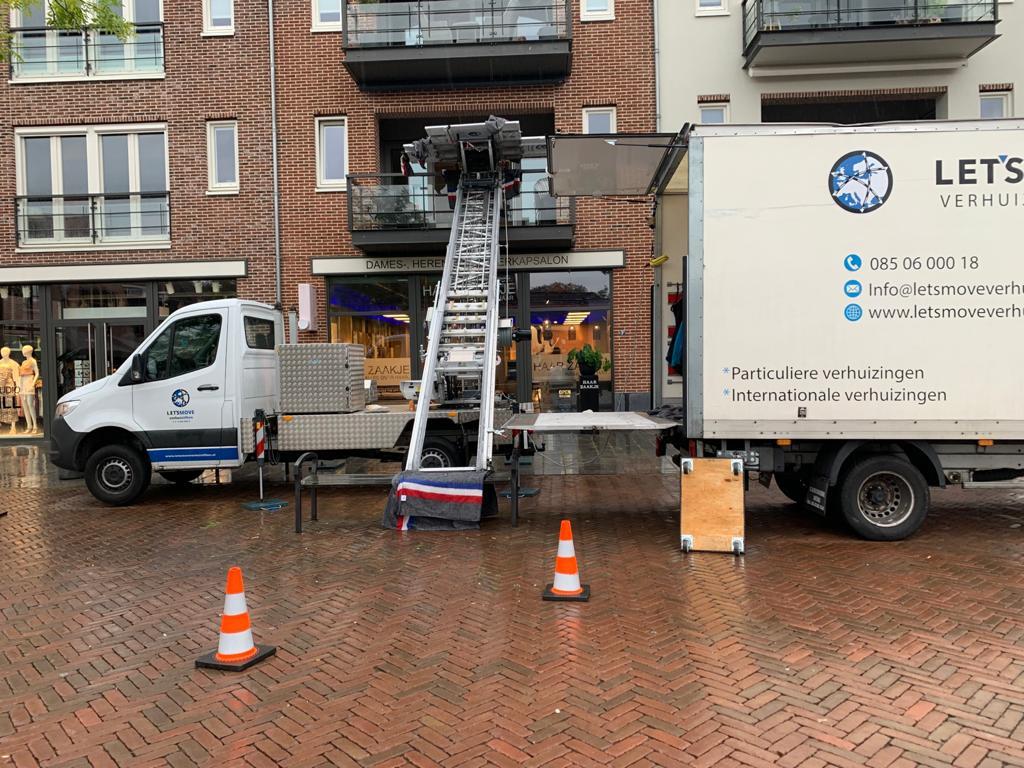 Verhuislift in Delft tijdens een verhuizing