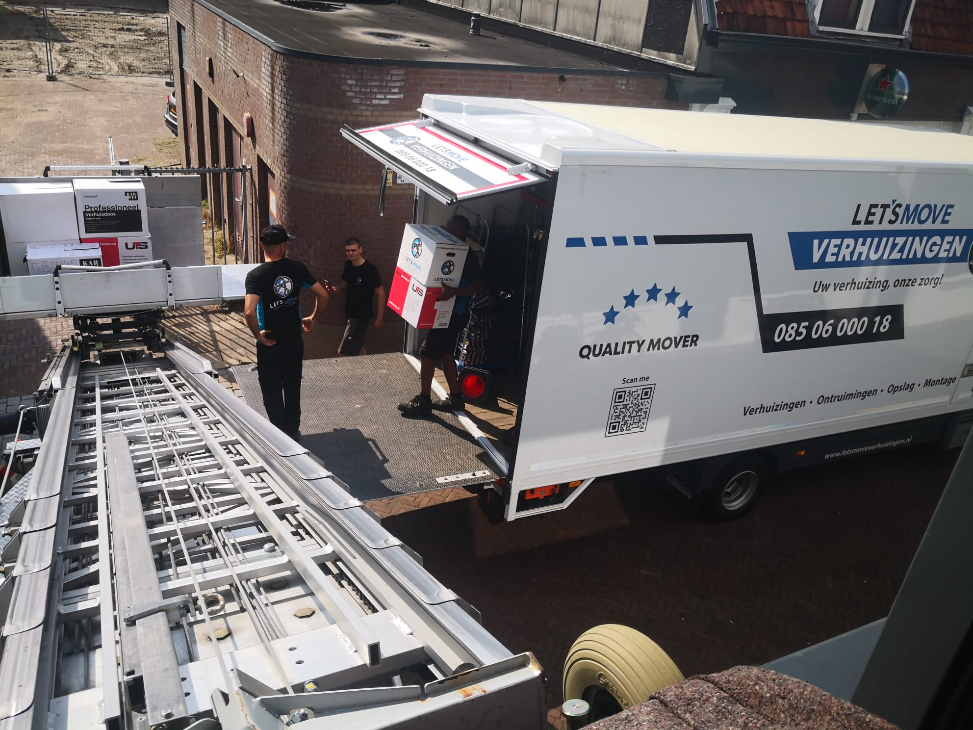 Verhuislift in Rotterdam tijdens een verhuizing